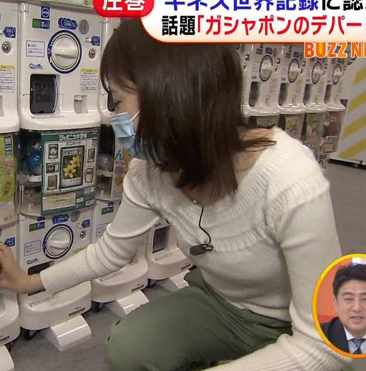 久慈暁子アナ 大きくないけどエロいニット横乳キャプ・エロ画像17