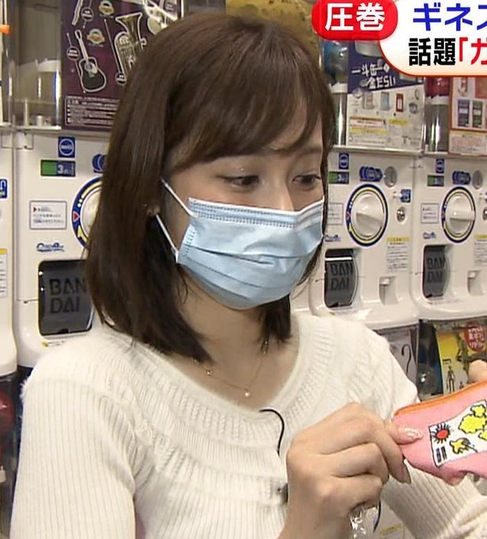 久慈暁子アナ 大きくないけどエロいニット横乳キャプ・エロ画像18