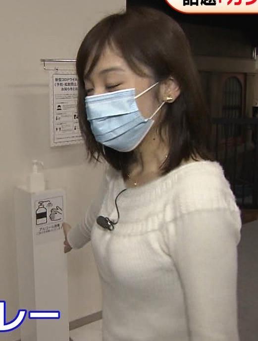 久慈暁子アナ 大きくないけどエロいニット横乳キャプ・エロ画像9