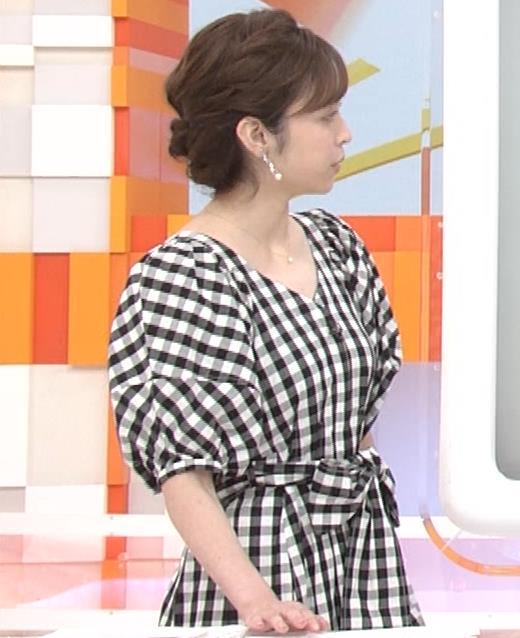 アナ よく見るとエロい胸のラインがでるチェック柄のワンピースキャプ・エロ画像6