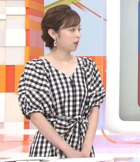 アナ よく見るとエロい胸のラインがでるチェック柄のワンピースキャプ・エロ画像8