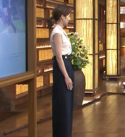 眞家泉  報道ステーションの気象予報士の横乳キャプ・エロ画像