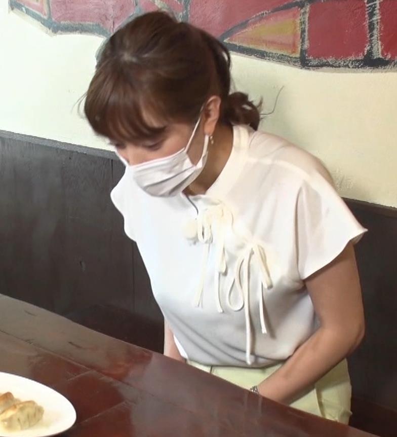 三谷紬アナ 疑似フェラで汁が飛び出るハプニングキャプ・エロ画像3