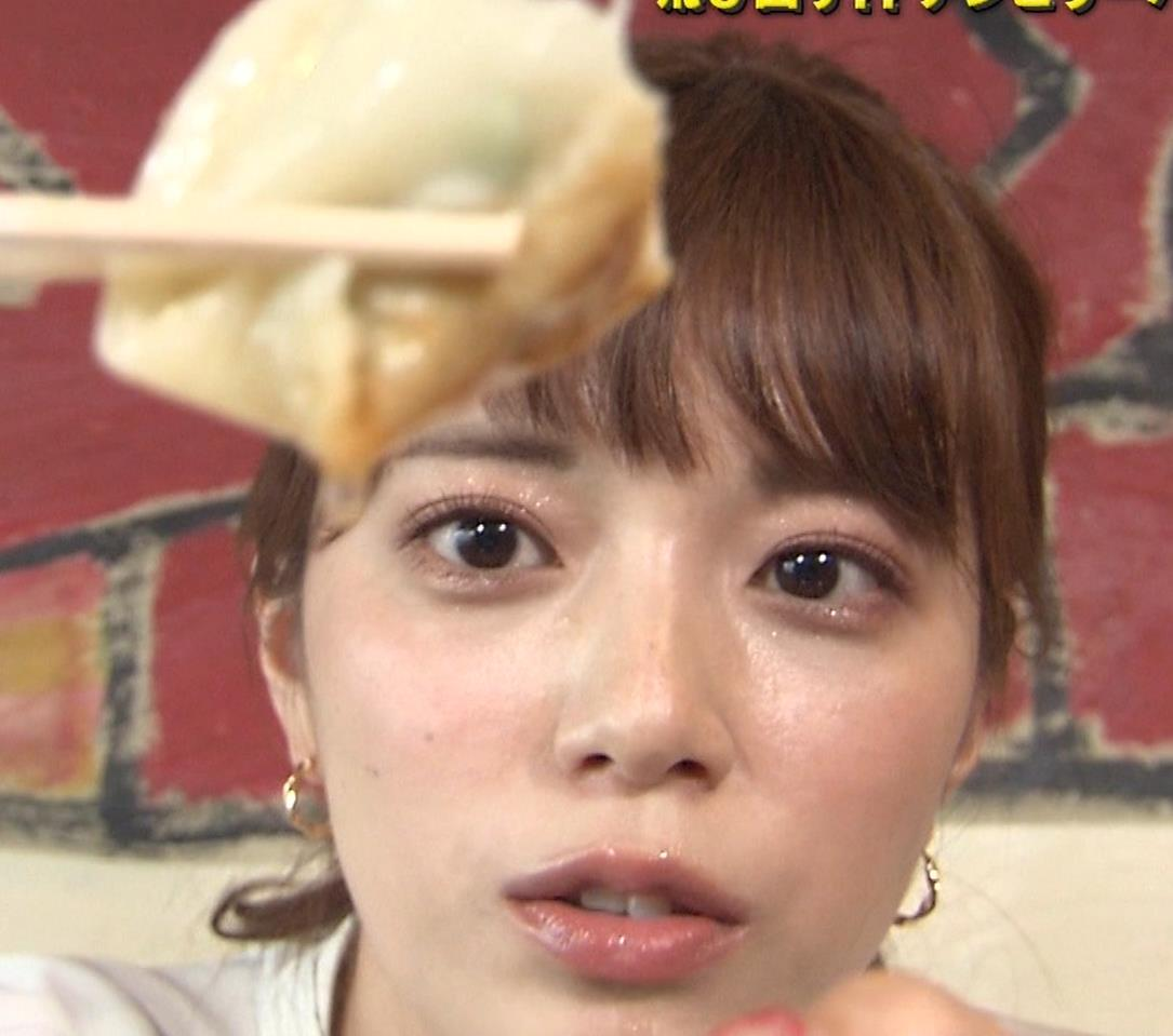 三谷紬アナ 疑似フェラで汁が飛び出るハプニングキャプ・エロ画像10