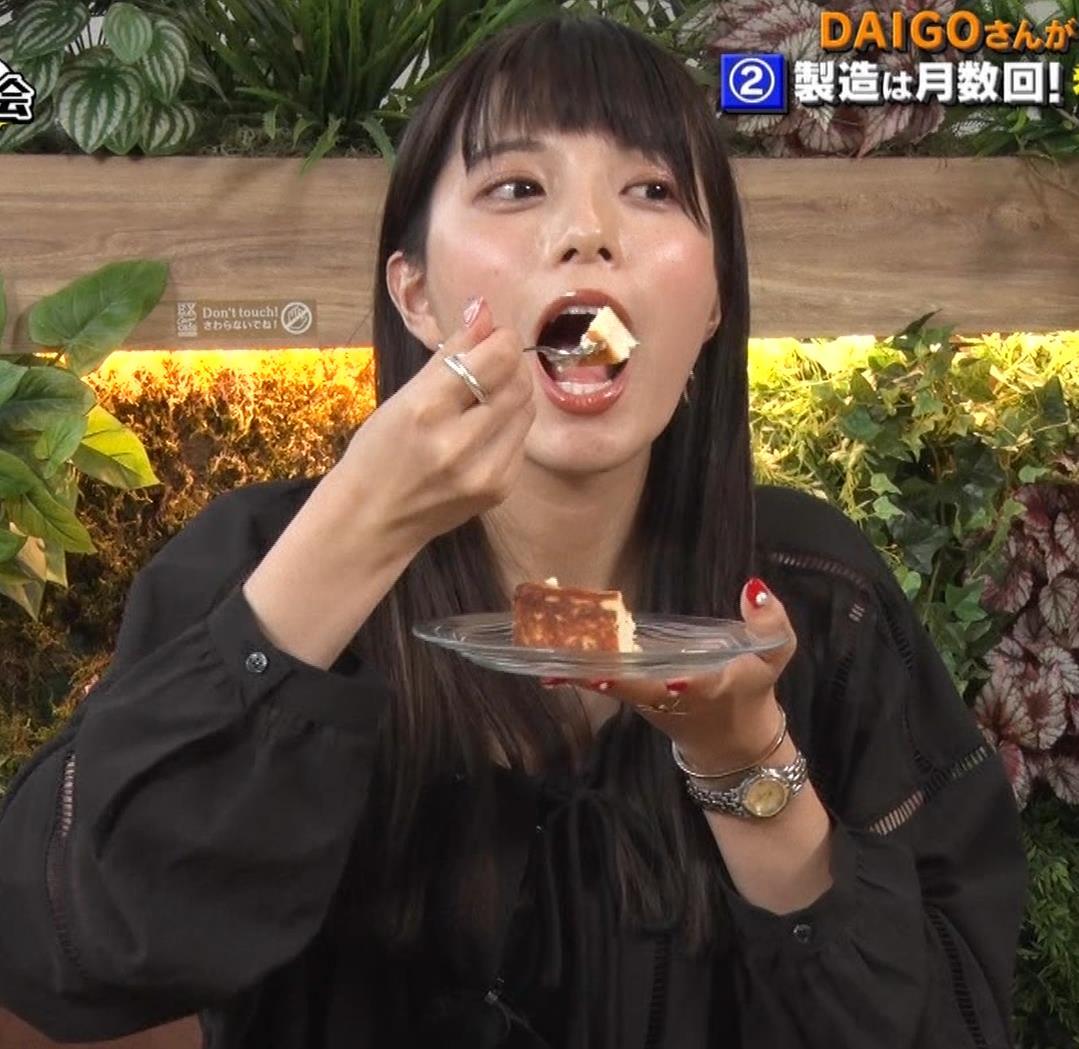 三谷紬アナ チーズケーキを美味しそうに食べるキャプ・エロ画像4