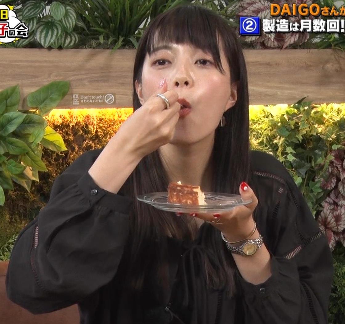 三谷紬アナ チーズケーキを美味しそうに食べるキャプ・エロ画像5