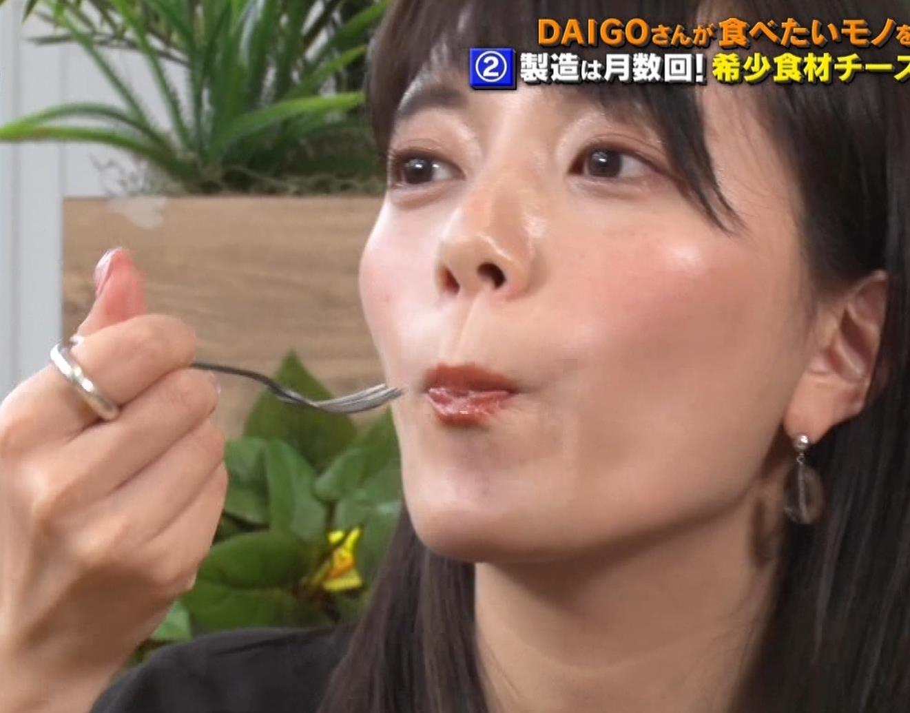 三谷紬アナ チーズケーキを美味しそうに食べるキャプ・エロ画像6