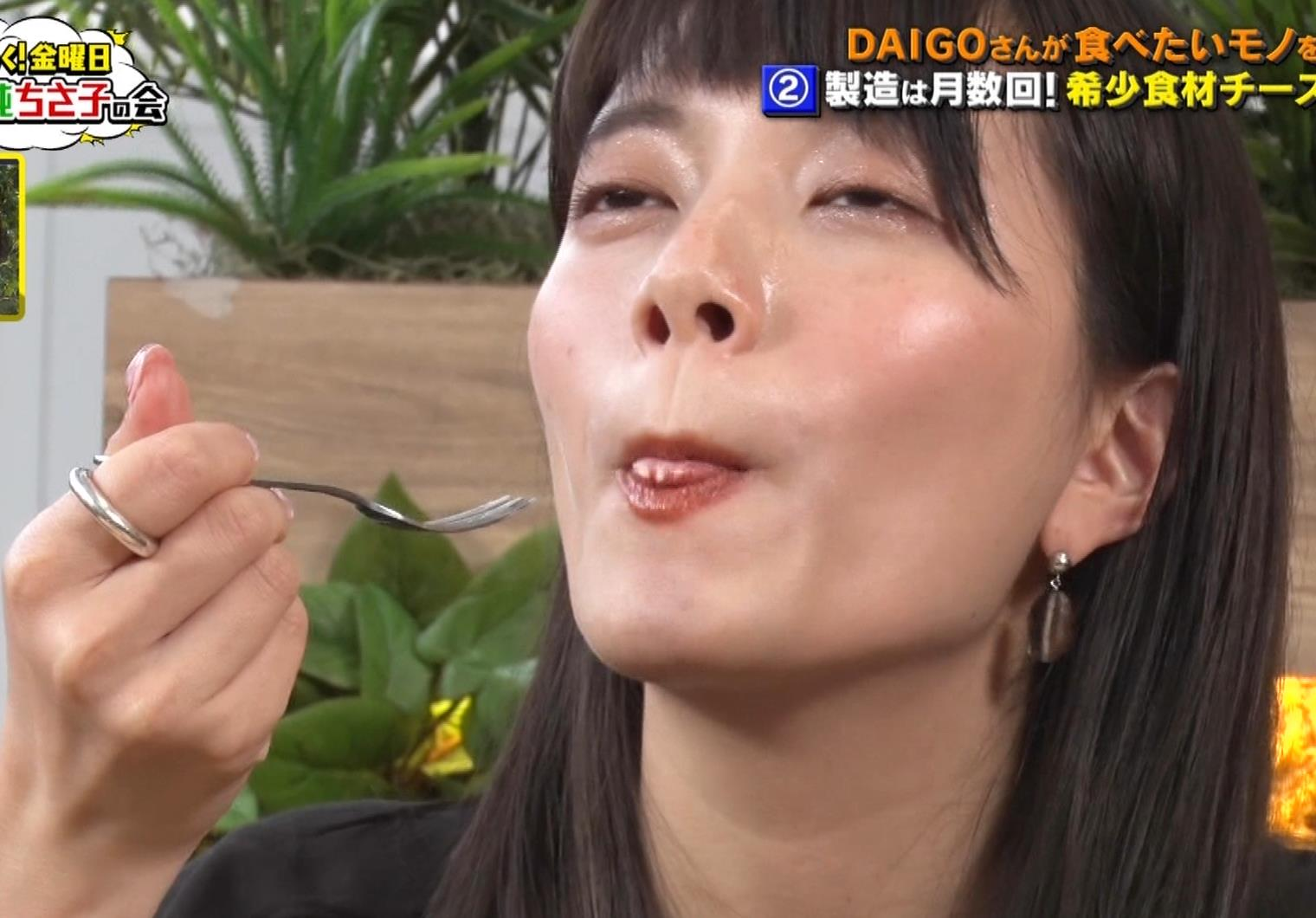 三谷紬アナ チーズケーキを美味しそうに食べるキャプ・エロ画像7