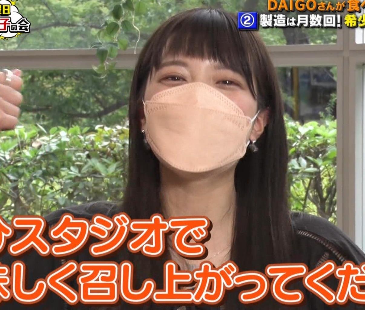 三谷紬アナ チーズケーキを美味しそうに食べるキャプ・エロ画像9