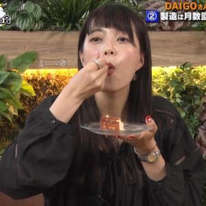三谷紬アナ チーズケーキを美味しそうに食べる