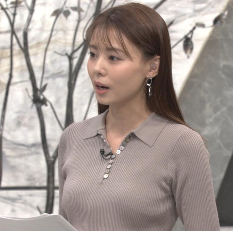 宮澤智アナ 斜め後ろからのニット乳キャプ・エロ画像2