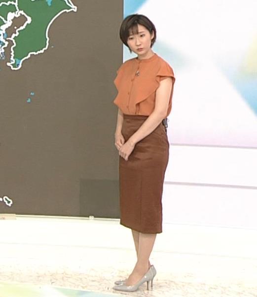 森下絵理香アナ タイトスカート姿キャプ・エロ画像2