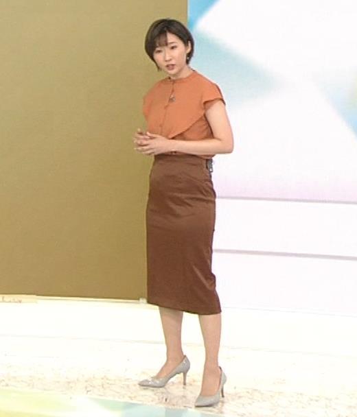 森下絵理香アナ タイトスカート姿キャプ・エロ画像3