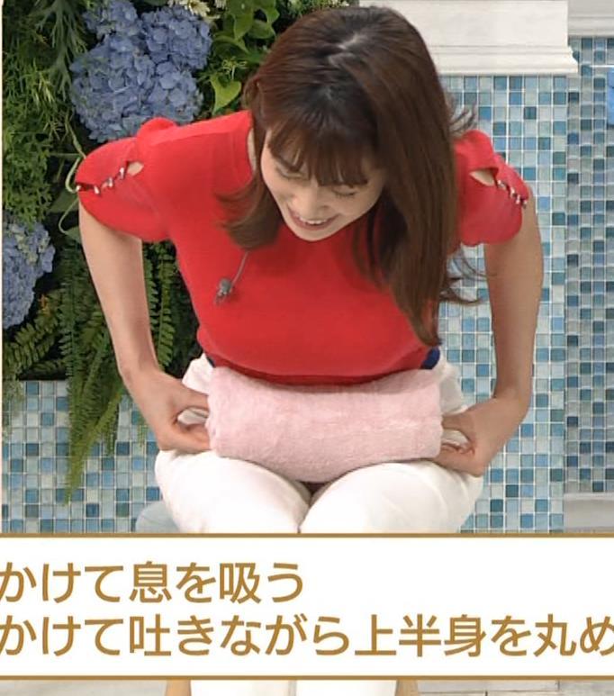 中川安奈アナ タイトな衣装で寝て巨乳が大変なことにキャプ・エロ画像