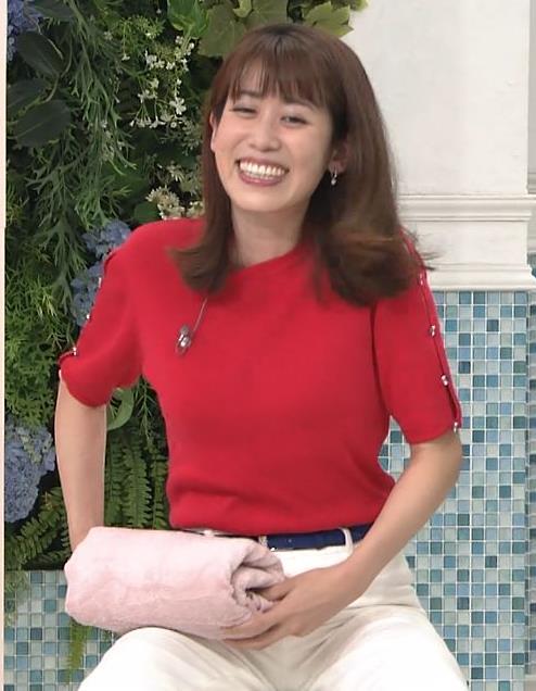 中川安奈アナ タイトな衣装で寝て巨乳が大変なことにキャプ・エロ画像3