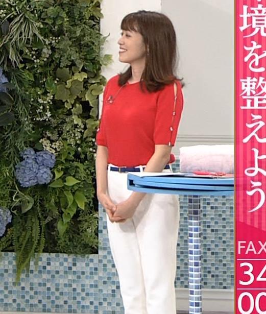 中川安奈アナ タイトな衣装で寝て巨乳が大変なことにキャプ・エロ画像8