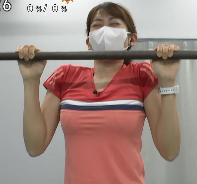 中川安奈アナ 巨乳なのにピチピチなTシャツを着てくれるキャプ・エロ画像