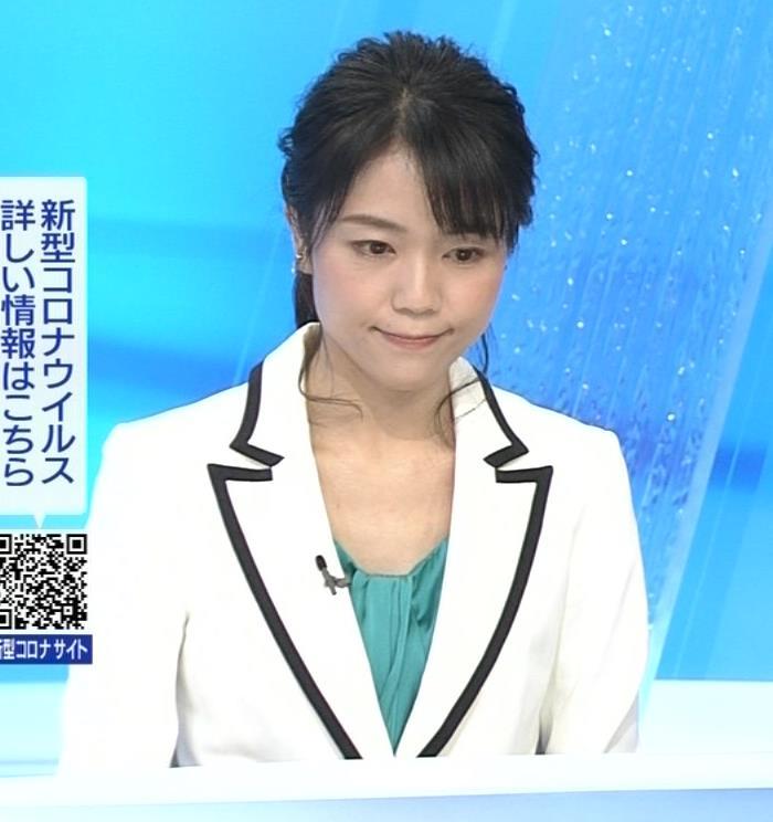 中山果奈アナ 少し胸元が開いた服キャプ・エロ画像5