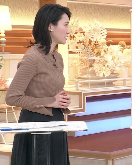 小川彩佳 ニットおっぱいキャプ・エロ画像4