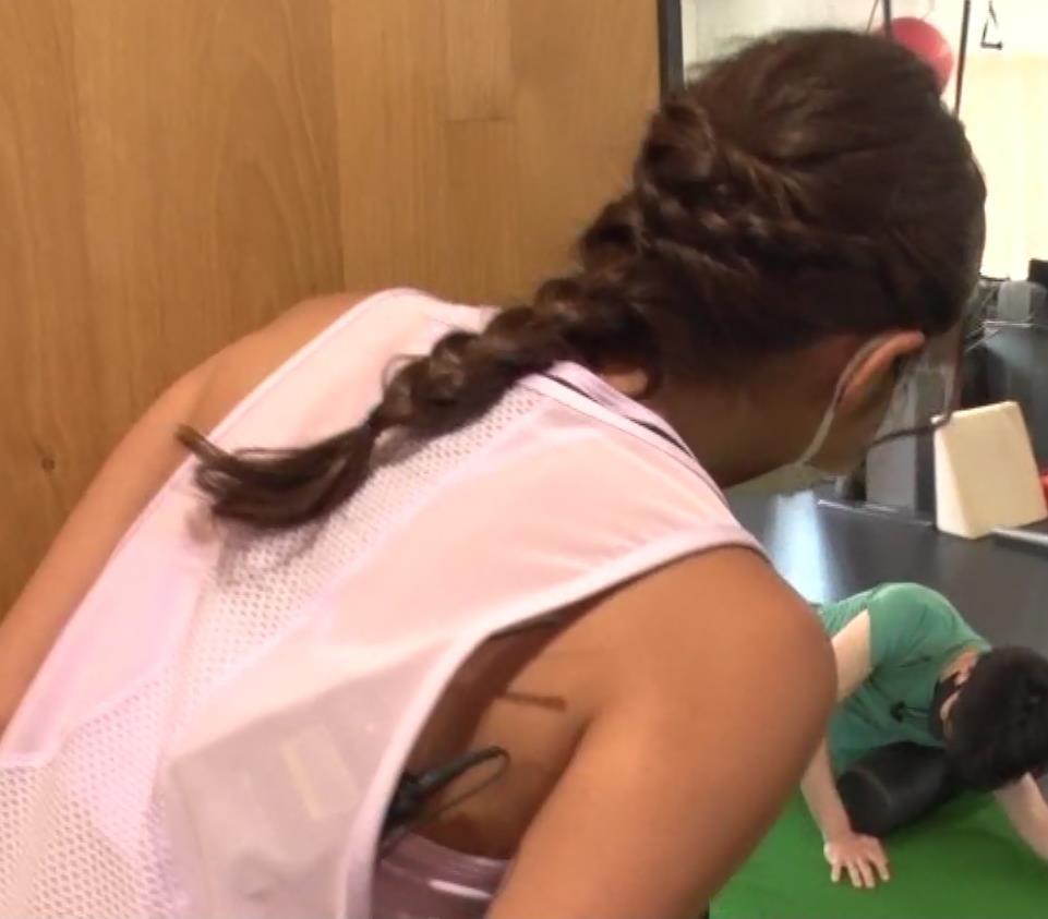岡副麻希 トレーニングでエロキャプ・エロ画像3