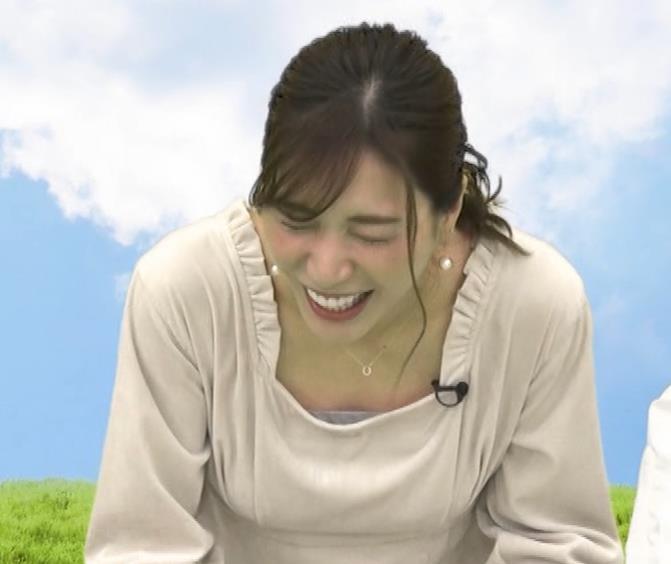 大島麻衣 胸元チラチラキャプ・エロ画像11