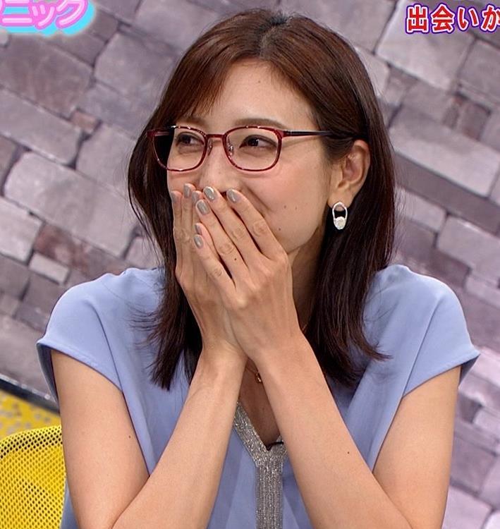 小澤陽子アナ ミニスカで座って脚がセクシーキャプ・エロ画像3