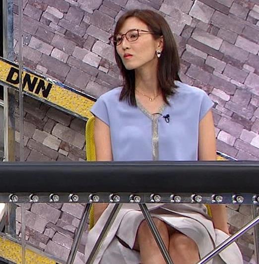 小澤陽子アナ ミニスカで座って脚がセクシーキャプ・エロ画像6