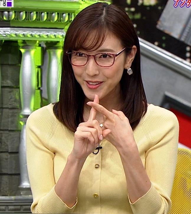 小澤陽子アナ 緩い服でも巨乳が目立ってしまうキャプ・エロ画像