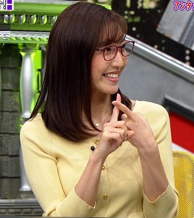 小澤陽子アナ 緩い服でも巨乳が目立ってしまうキャプ・エロ画像2