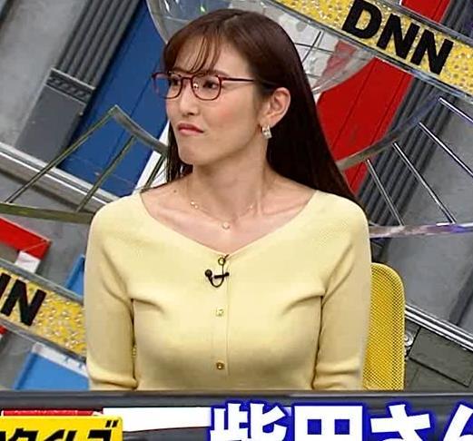 小澤陽子アナ 緩い服でも巨乳が目立ってしまうキャプ・エロ画像3