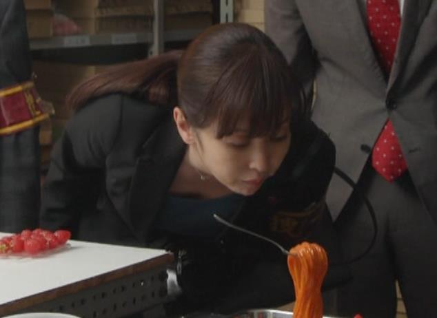斉藤由貴 熟女巨乳の胸元キャプ・エロ画像