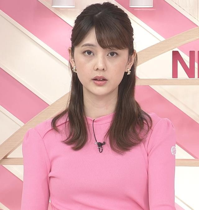 佐藤梨那アナ ピンクニットキャプ・エロ画像7