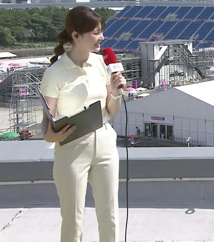 佐藤梨那アナ ポロシャツおっぱい、ピチピチなパンツスタイルキャプ・エロ画像