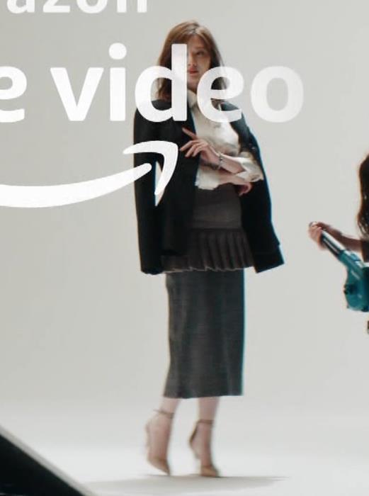 白石麻衣 横から見るとやはり胸が大きいキャプ・エロ画像3