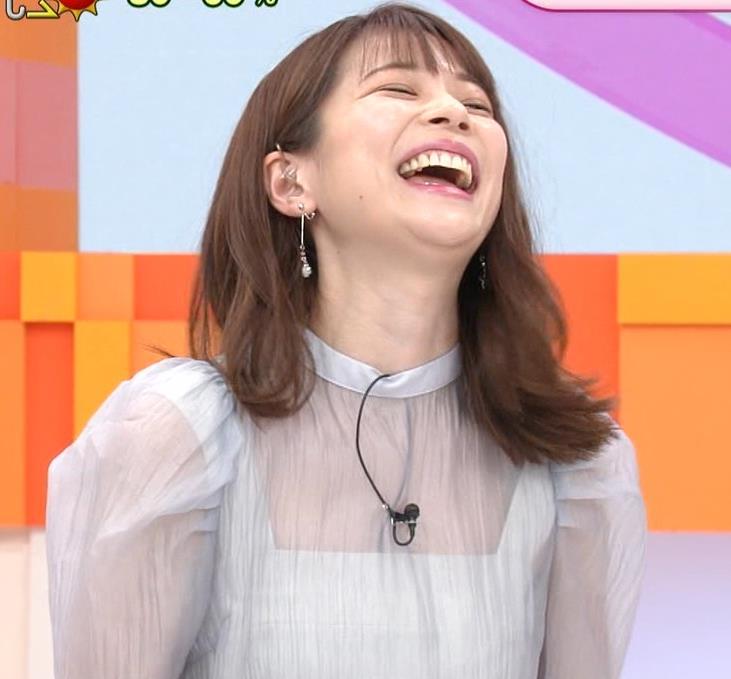 鈴木唯アナ 透け透け衣装キャプ・エロ画像