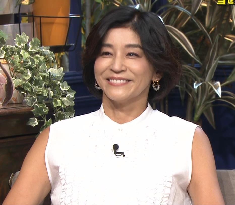高嶋ちさ子 熟女ノースリーブキャプ・エロ画像3