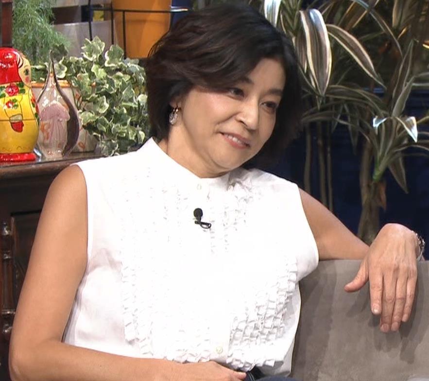 高嶋ちさ子 熟女ノースリーブキャプ・エロ画像5
