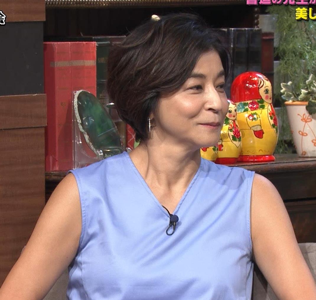高嶋ちさ子 熟女ノースリーブキャプ・エロ画像9