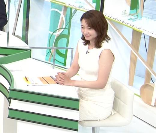 竹﨑由佳アナ ちょっとむっちりなノースリーブのニットキャプ・エロ画像