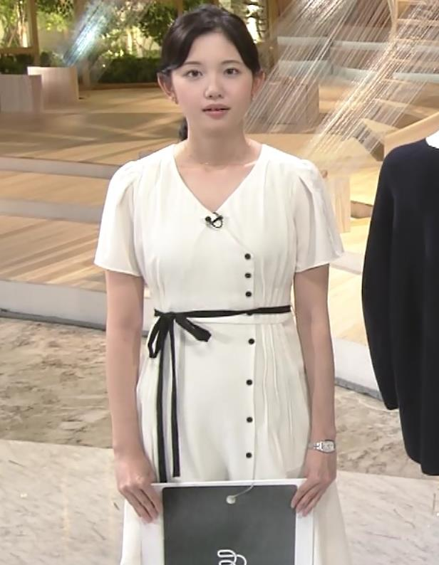 田中瞳アナ お乳を真横からキャプ・エロ画像