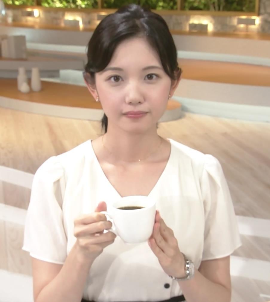 田中瞳アナ お乳を真横からキャプ・エロ画像2
