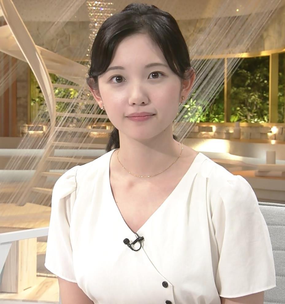 田中瞳アナ お乳を真横からキャプ・エロ画像5