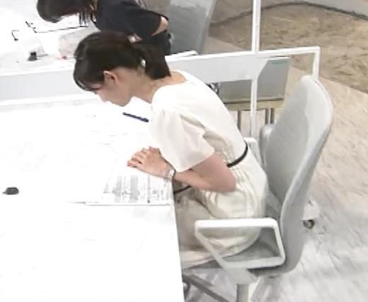 田中瞳アナ お乳を真横からキャプ・エロ画像7