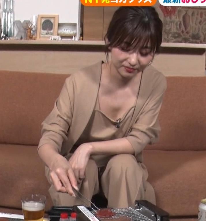 宇賀なつみアナ ゆるふわ衣装で胸元エロ過ぎキャプ・エロ画像12