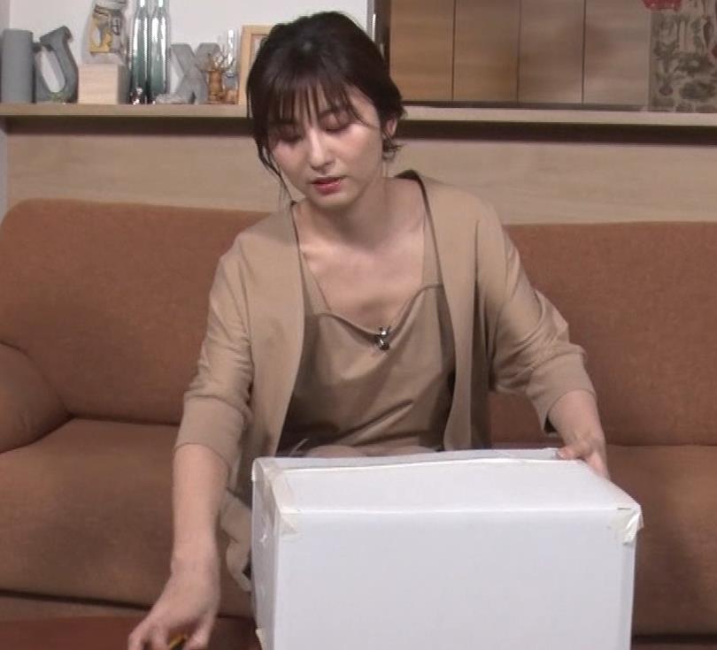 宇賀なつみアナ ゆるふわ衣装で胸元エロ過ぎキャプ・エロ画像9