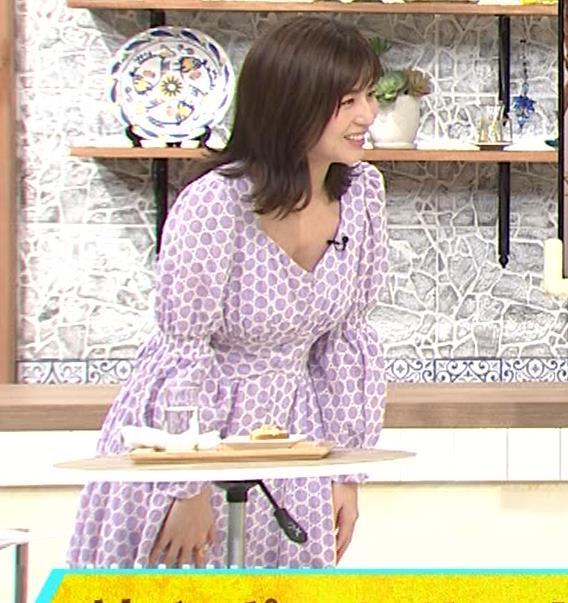 宇賀なつみ 胸元が開いた服がエロいキャプ・エロ画像12