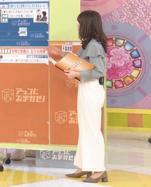 宇内梨沙アナ パンツスタイルのお尻キャプ・エロ画像8