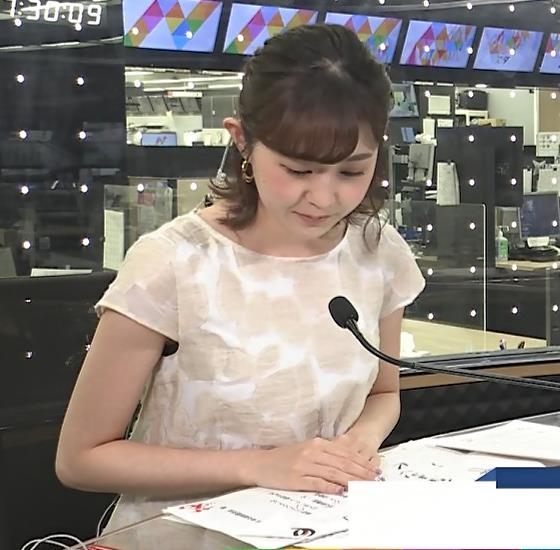 若林有子アナ ワキからインナーちらりキャプ・エロ画像3