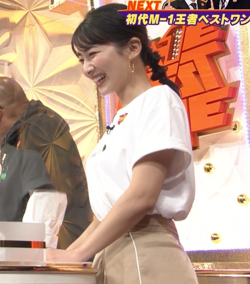 山本里菜アナ Tシャツ横乳キャプ・エロ画像4
