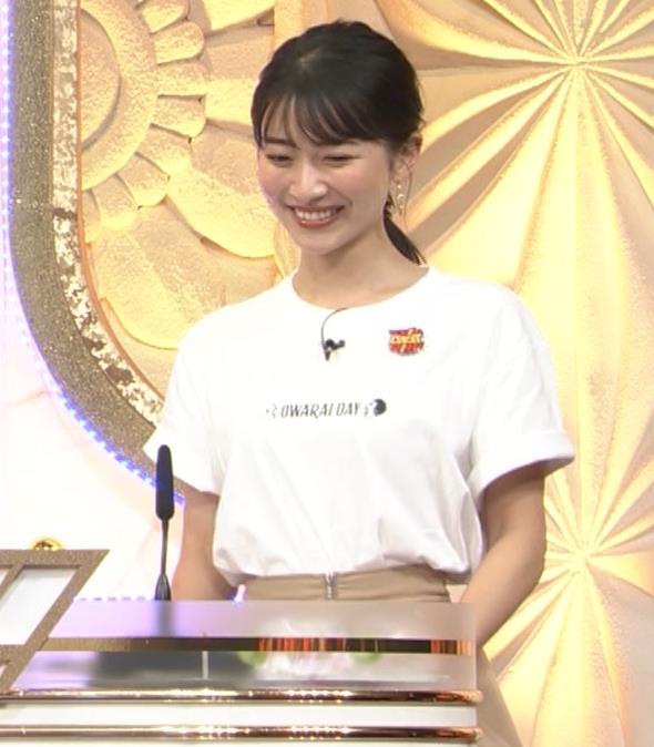 山本里菜アナ Tシャツ横乳キャプ・エロ画像5